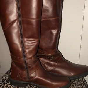 New Ugg Gorgeous brown genuine leather boots Uggs
